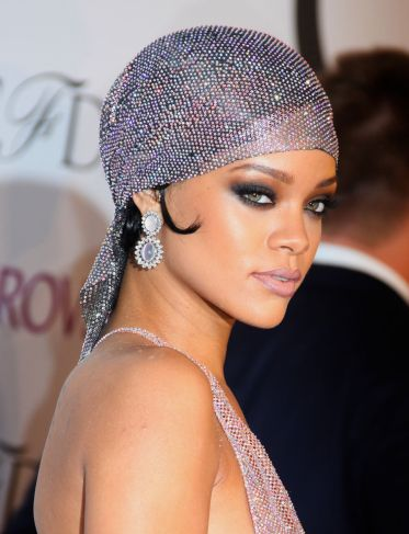 SMOKEY EYE RIHANNA